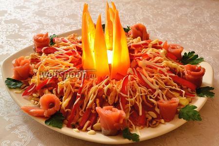 Так и хочется сказать: раз, два, три, ёлочка гори!!! Ставим в перчик-пламя свечу-таблетку и зажигаем свечу. Ведьмин костёр разгорелся. Презентуем в полумраке и в соответствующей обстановке. Думаю, что затем  уже каждый по своему вкусу посолит у себя в тарелке салат и если надо, то ещё сдобрит майонезом.