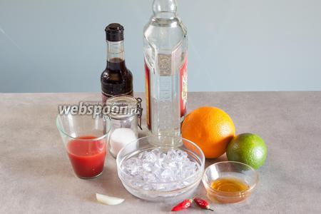 Для приготовления 1 порции коктейля Вампиро нужно 50 мл серебряной текилы, 70 мл крови томатов, 1/2 апельсина, 0,5 лайма, лёд для заполнения стакана, плюс лёд для шейкера, 1 ч. л. мёда, 1 щепотка соли, 1 капелька вустерского соуса, 1 полукольцо репчатого лука и 2 перчика чили: 1 в коктейль, 1 для сервировки.