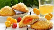 Фото рецепта Творожные пирожки с алычой