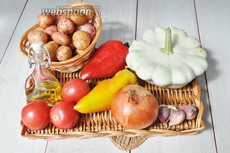 Приготовим картофель молодой мелкий, перец сладкий, помидоры, чеснок, лук, соль, перец, сухие травы и масло оливковое с розмарином.