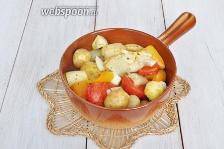 Готовые овощи подаём в горячем виде.