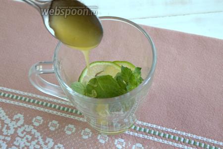 Наливаем жидкий мёд. Его количество регулируем по своему вкусу.