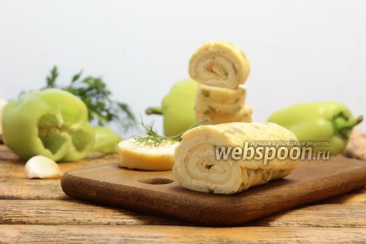 Фото Яичный рулет с плавленым сыром и чесноком