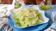 Фото рецепта Салат из айсберга, груши и пармезана