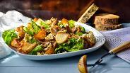 Фото рецепта Картофельный салат с беконом и голубым сыром
