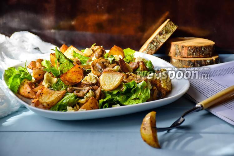 Фото Картофельный салат с беконом и голубым сыром