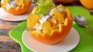 Фото рецепта Салат в апельсине с яблоком и бананом