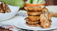 Фото рецепта Оладьи из курицы с кабачком