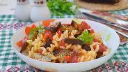 Фото рецепта Тёплый салат из баклажанов с пастой