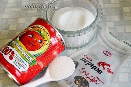 Для приготовления соуса взять томатную пасту (100%, без крахмала), соль, сахар и смесь перцев горошком.