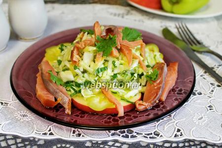Салат из капусты и копчёной горбуши