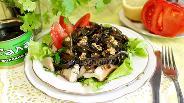 Фото рецепта Салат из морской капусты с грибами