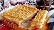 Фото рецепта Капустный пирог на слоёном тесте с копчёностями