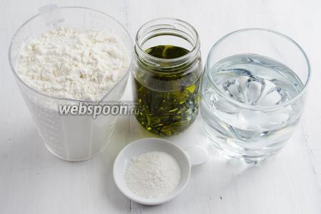 Тем временем, приготовим тесто. Нужно взять муку, воду горячую (кипяток), разрыхлитель, масло оливковое, соль, сахар.