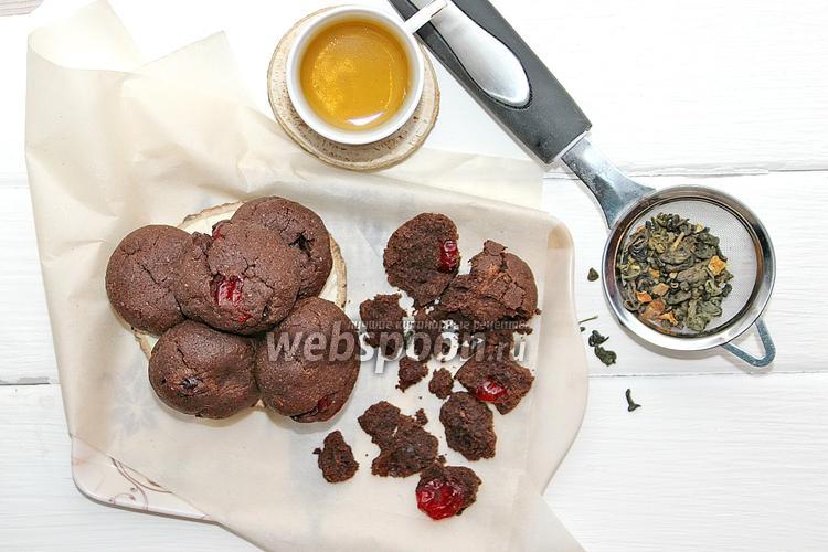 Фото Шоколадное печенье с вишней