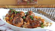 Фото рецепта Тефтели из говядины и курицы в томатно-овощной заливке