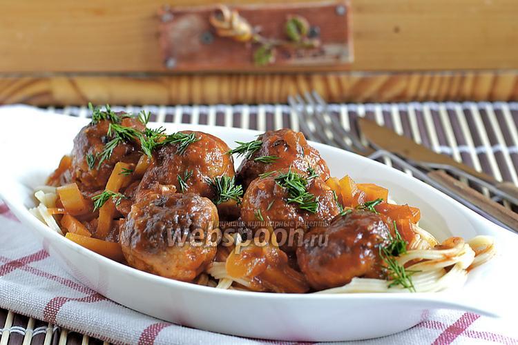 Фото Тефтели из говядины и курицы в томатно-овощной заливке