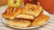 Фото рецепта Слойки с грецкими орехами и айвой