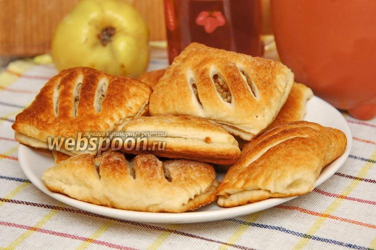 Фото Слойки с грецкими орехами и айвой