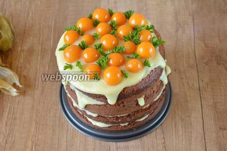 Готовый торт украшаем физалисом и зеленью. Такой торт отлично простоит в холодильнике 2-3 суток, под крышкой. Приятного аппетита!