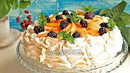 Фото рецепта Десерт «Павлова» с персиками и ежевикой