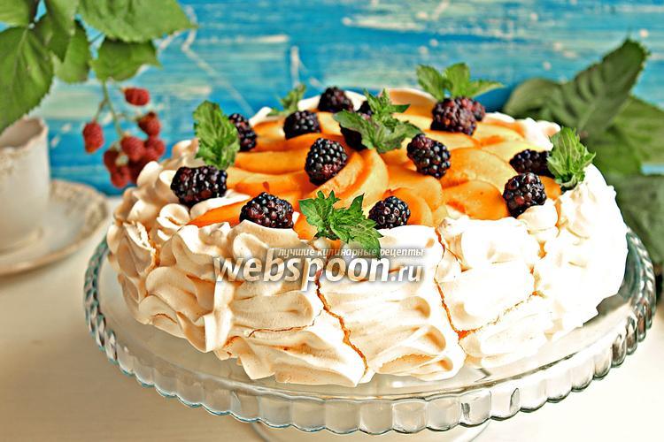 Фото Десерт «Павлова» с персиками и ежевикой