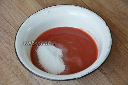 Перекладываем джем в кастрюлю или чашку, добавляем сахар.