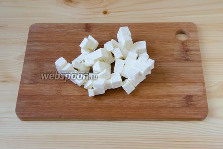 Масло режем кубиками.