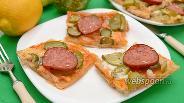 Фото рецепта Закуска с колбасой и солёными огурцами