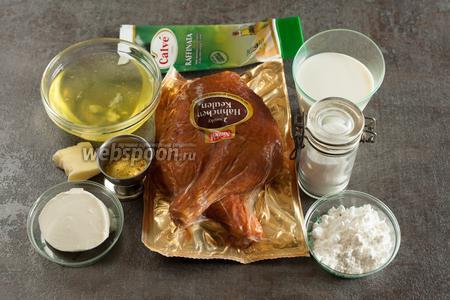 Блюдо это было праздничное, по калориям — гиря! Для приготовления такого салата нужно 400-500 г копчёной курицы, 4 яичных белка, 1 ст. л. крахмала, примерно 300 мл молока и соль (у меня уже с травами-приправами) по вкусу. Заправка из сметаны с добавлением небольшого количества майонеза, возможно, у кого-то возникнет желание её досолить, добавить чеснока, перца или, скажем, укропа, я даю чисто основу.