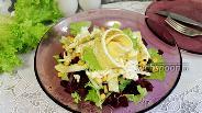 Фото рецепта Салат со свёклой, кукурузой и омлетом