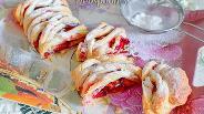 Фото рецепта Пирог со сливами из слоёного теста