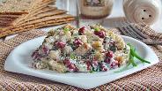 Фото рецепта Салат из красной фасоли с сухариками