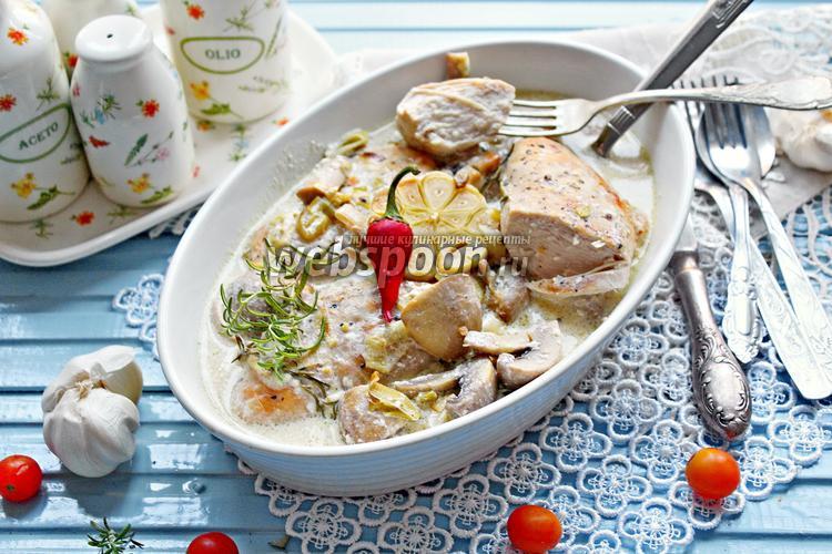 Фото Куриные грудки с грибами в сливочном соусе