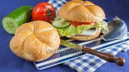 Фото рецепта Фишбургер с маринованной селёдкой