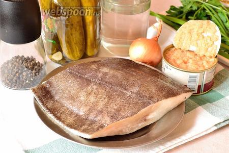 Для приготовления рыбной кальи нам понадобится любая рыба (пожирнее), у меня палтус, икра трески, лук репчатый, солёные огурцы, огуречный рассол, вода, чёрный перец и зелень для подачи.