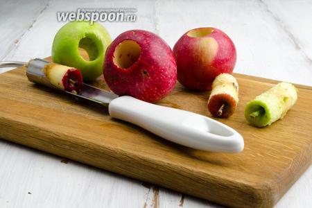Яблоки вымыть. Удалить сердцевину.