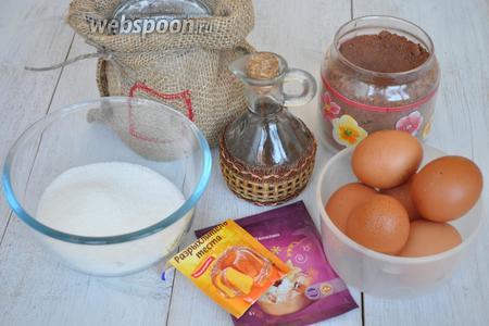 Приготовим яйца, сахар, масло растительное, ванилин, муку, какао, разоыхлитель, крутой кипяток, кофе растворимый.