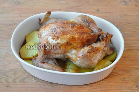 Готовую курицу подавать горячей.