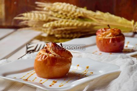 Печёные яблоки с инжиром и орехами