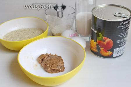 А пока делаем крем. Нам надо абрикосы или персики, яблоко, мука, миндальное пралине (40 г), миндаль, 2 яйца, сахар, мука. Как делать пралине можно посмотреть в рецепте  Печенье с ореховым пралине .