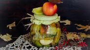 Фото рецепта Зелёные помидоры, консервированные с яблоками