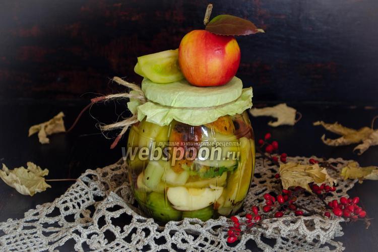Фото Зелёные помидоры, консервированные с яблоками