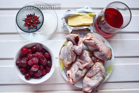Ингредиенты: перепела, черешня, вино сухое красное (либо вишнёвый ликёр), масло сливочное и подсолнечное (для обжарки), перец душистый и розовый, сахар.