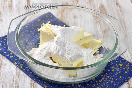 Соединить масло комнатной температуры и сахарную пудру.