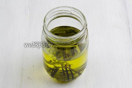 Приготовьте растительное масло для смазывания рук.