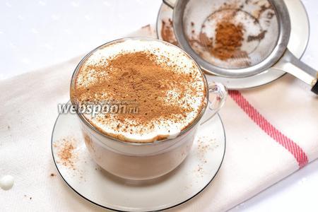 Посыпаем какао и корицей. Венский кофе с шоколадом готов. Подаём на завтрак и наслаждаемся.
