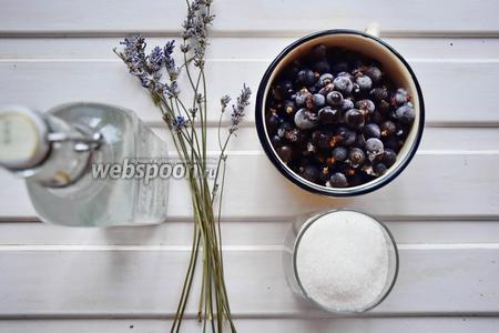 Ингредиенты: лаванда сухая, чёрная смородина, вода, водка, сахар.