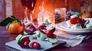 Фото рецепта Канапе с крабовым мясом, свёклой и Фетой