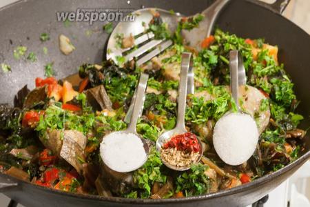 Добавляем соль, сахар, острый перец (опционально), хмели-сунели.